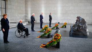 Bundeskanzlerin Merkel, Bundestagspräsident Schaeuble, Präsident Steinmeier, Bundesratspräsident Woidke (Photo by HANNIBAL HANSCHKE / POOL / AFP)