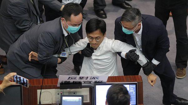 Hong Kong parlamentosunda arbede