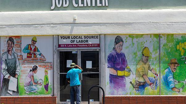Rekordon az amerikai munkanélküliség, a harmincas évek óta nem voltak ilyen rossz adatok