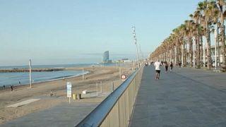 Covid-19: perché a Barcellona si può già fare il bagno al mare