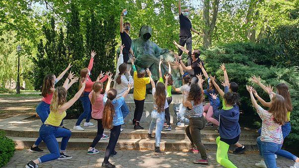 Közös tánccal ünnepelték magyar balettosok a 70 éves európai egységet