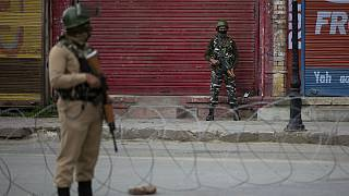 کشمیر تحت کنترل هند در پی کشته شدن رهبر شورشیان برای سومین روز متوالی ناآرام است