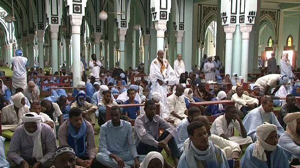 المسجد الكبير بالعاصمة نواكشوط بعد أن أعيد افتتاح المساجد في موريتانيا بسبب وباء كورونا. الجمعة 08/05/2020