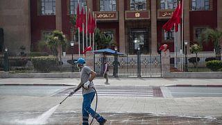 قرابة مليون من العمال في المغرب سيحصلون على مساعدات مالية من الحكومة بسبب كورونا