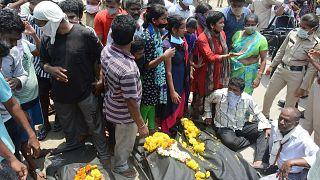 Hindistan'da kimyasal sızıntının yaşandığı tesiste 'kapatılsın' eylemi