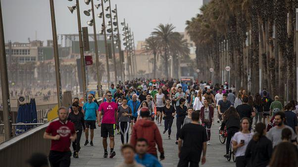 In Barcelona sind Strände wieder für SportlerInnen zugänglich.