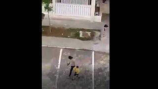 Nusaybin'de havaya ateş açarak çocukları kovalayan polis açığa alındı