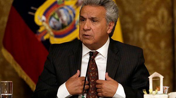 رئيس الإكوادور يخفّض راتبه ورواتب أعضاء حكومته إلى النّصف بسبب تأثيرات وباء كوفيد-19