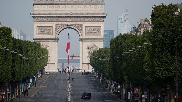 شاهد: باريس في يومها الأخير بعد 55 يوما من الإغلاق والحجر بسبب كورونا