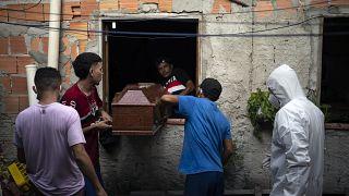 Covid-19 já fez mais de 10.000 mortos no Brasil