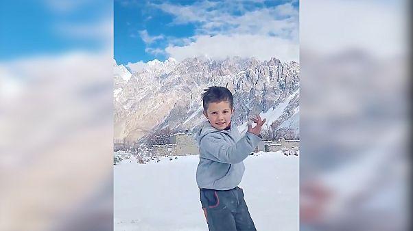 استقبال شبکههای اجتماعی از رقص شادیافزای پسربچه پاکستانی در دوران کرونا