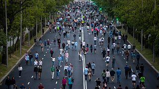 España registra 143 nuevas muertes y prepara el desconfinamiento en la mitad del país