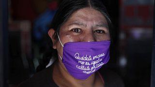 Las mascarillas se convierten en algo más que una protección en Latinoamérica