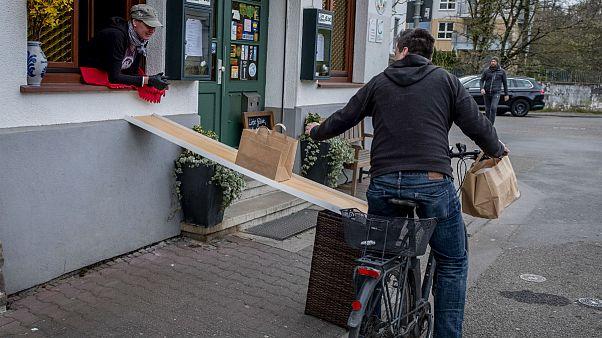 کرونا یا وسوسه افزایش منفعت ۱۵۰ میلیارد یورویی؛ چرا اروپا مردم را به دوچرخهسواری ترغیب میکند؟