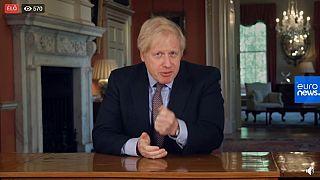 Hétfőtől kezdődhetnek a lazítások a briteknél