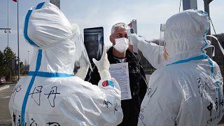 نقطة تفتيش ضد وباء كورونا في الصين