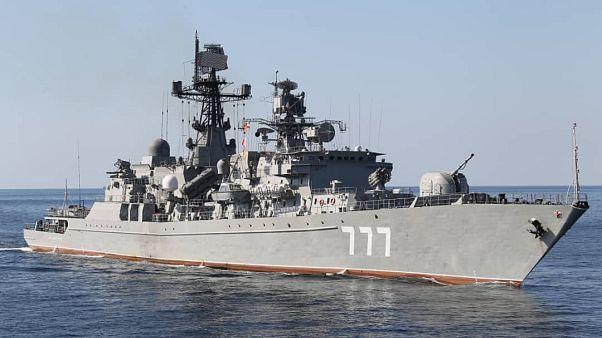 سفينة حربية في خليج عمان