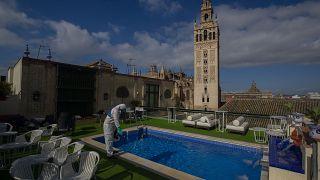 El número de fallecidos por coronavirus en España desciende hasta 123 y el de contagios a 373