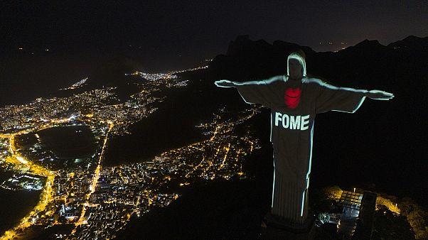 À Rio, le Christ Rédempteur porteur d'un message contre la faim