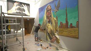 هنرمندان برجسته در دُبی نقاشی دیواری اجرا میکنند