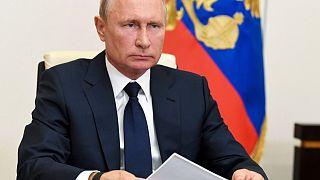 Putin lockert und lobt