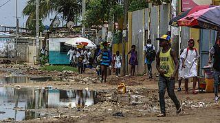 Muitos bairros nos arredores de Luanda continuam sem condições sanitárias