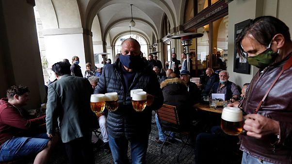 Χαλαρώνει τους περιορισμούς η Τσεχία