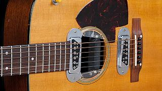 Kurt Cobain'in gitarı 1 milyon dolardan açık arttırmaya çıkarılıyor