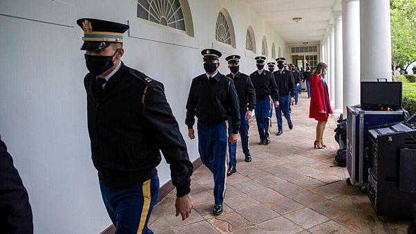 نگرانی از شیوع کرونا در کاخ سفید؛ کارکنان بخش اداری باید از ماسک استفاده کنند