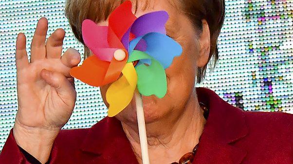 Archiv: Bundeskanzlerin Merkel bei der Eröffnung eines Windparks in Sassnitz (Photo by Tobias SCHWARZ / AFP) / ALTERNATIVE CROP