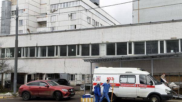 مقتل خمسة مرضى مصابين بكورونا في حريق بوحدة العناية المركزة بمستشفى روسي