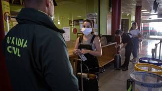 إسبانيا تفرض الحجر الصحي  14 يوما على المسافرين الواصلين إلى أراضيها