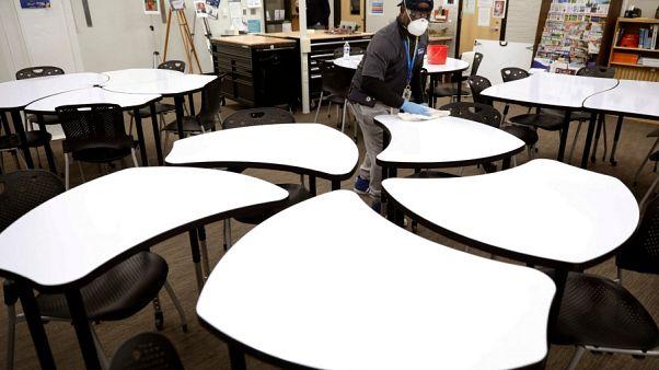 یک سوم دانش آموزان آمریکا حاضر به شرکت در کلاسهای درس آنلاین در پاییز آینده نیستند