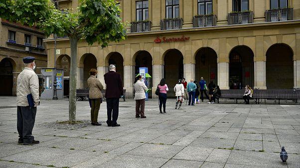 España registra un repunte en el número de muertes diarias pero se mantienen por debajo de las 200