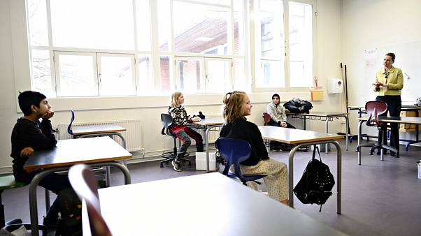 Iskolanyitás után: Dániában megugrott a fertőzöttek száma, Norvégiában nem