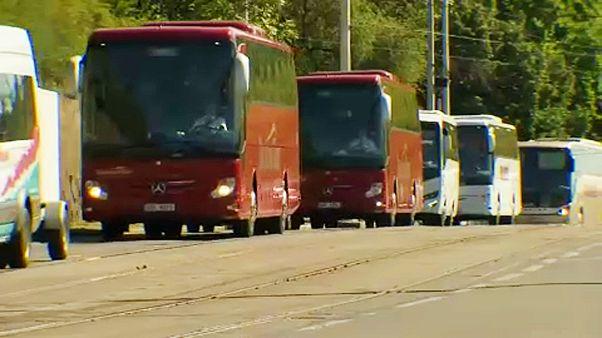 Munkájuk elvesztése miatt tüntettek a buszsofőrök