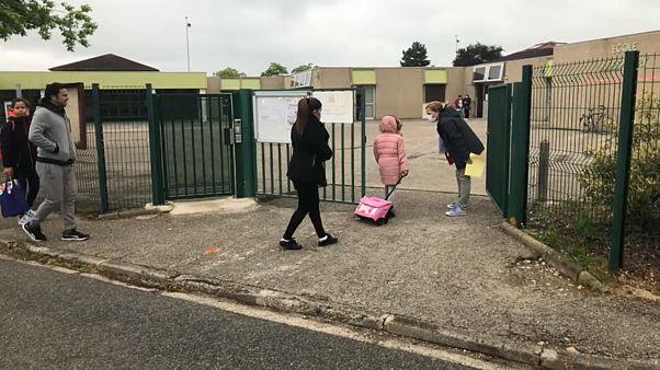 Во Франции вновь открываются школы