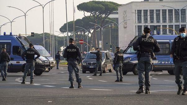 قوات من الشرطة الإيطالية