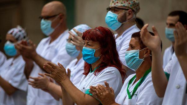 Európa továbbra is óvatos, Oroszországban gyorsan terjed a vírus