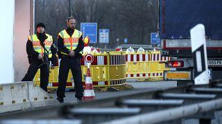 Германия и Австрия откроют границы