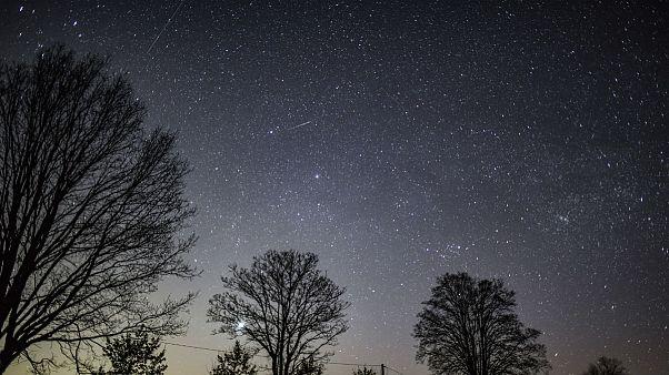 سوان به نزدیک زمین رسید؛ آغاز نمایش شبانه دنبالهدار سبززنگ