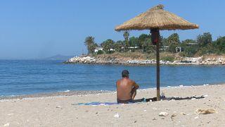 Ελλάδα: Ανοίγουν οι οργανωμένες παραλίες