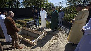 Covid-19, frontiere chiuse: i musulmani in Europa non sanno dove seppellire i loro defunti