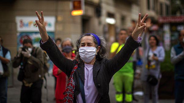 España se plantea imponer el uso de mascarillas en todos los espacios públicos