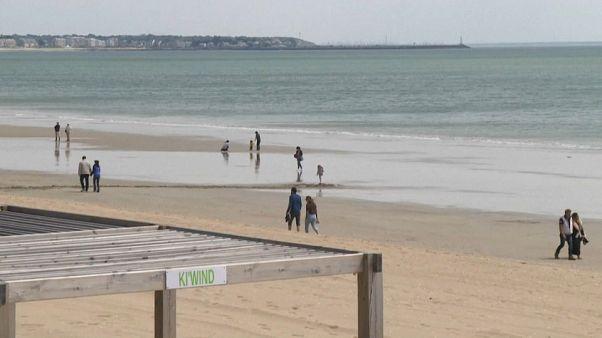 Coronavirus : certaines plages rouvrent en France, mais sous conditions