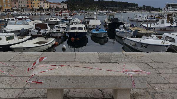 Опустевшая набережная в Хорватии.