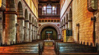 """فرض غرامة على كنيسة أسترالية روجت لدواء """"معجزة"""" ضد كورونا"""