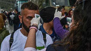 اليونان: إصابة مهاجرين إثنين وصلا مؤخرا إلى جزيرة ليسبوس بكوفيد-19