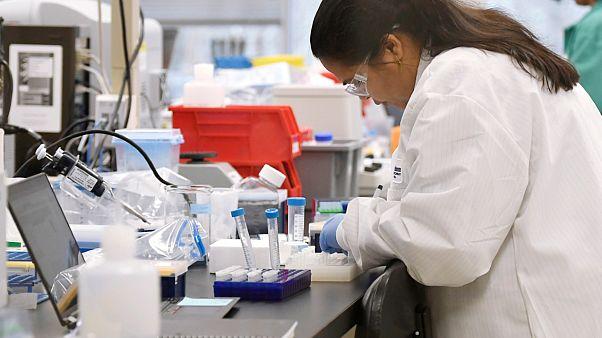 الولايات المتحدة تتّهم الصين بمحاولة قرصنة أبحاث حول لقاح ضد كوفيد-19
