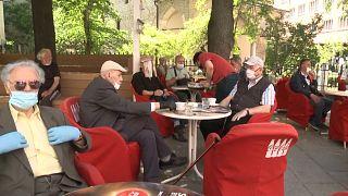 Ανοιξαν ξανά τα καφέ και τα εστιατόρια στο Σαράγεβο